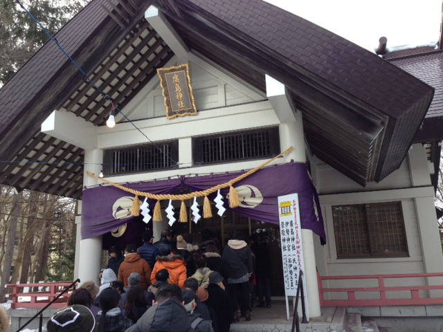 廣島神社。たくさんの参拝客です。