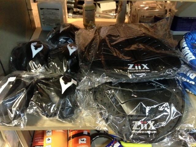 ZiiX商品、入荷しました!バンクセンサー/チェスト&脊椎パッドetc