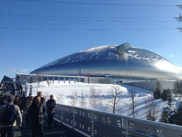 大きな銀のたまねぎ・・・札幌ドームです でかっ 笑