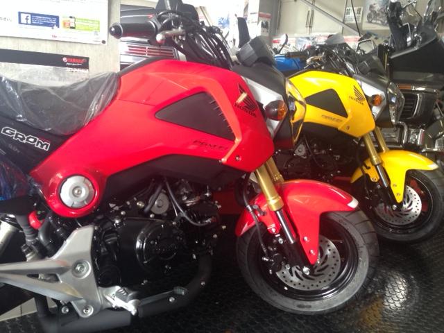 ホンダのミニバイクたくさん入荷しましたヨ!!まずは大人気の「GROM」いまなら全色在庫有りまーす☆