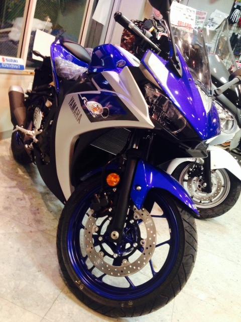 ついに来ました「YZF-R25」☆鉄板カラーのブルー!!