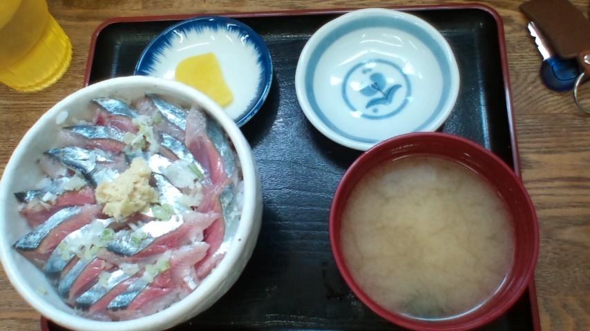 はい〜生さんま丼1丁〜!!旨い!!